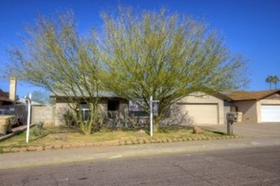 Beautiful Home in desirable GLENDALE Location!
