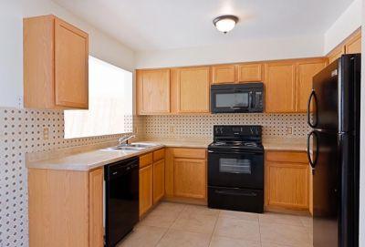 Amazing property with 3 bedrooms 2 bath located in Glendale. Rent to own Homes AZ