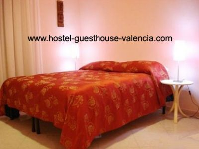 hostel-guesthouse-valencia.com, private accommodation + free internet- from Google