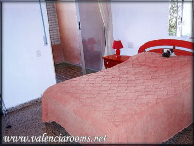 Valencia accommodation-Day-20€, week-100€, month-320€ valenciarooms.net Cheap rooms in Valencia