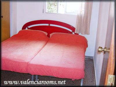 Cheap double room for las fallas 2012- 280€ for 4 nights – 2 persons – valenciarooms.net