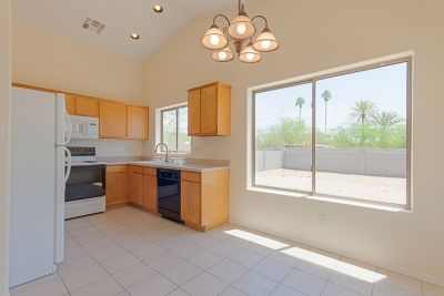 Move in Ready home in Peoria close to park, schools, shopping with easy freeway access.