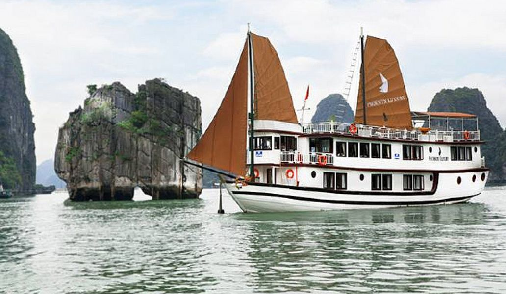 Halong Bay boat trip - unmissable experience